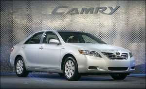 1-toyota-camry-hybrid-images
