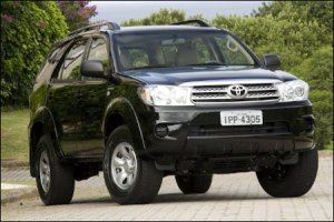 21-toyota-hilux-images2
