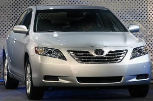 4-toyota-camry-hybrid-pictures