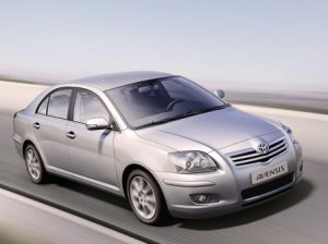 90-toyota-avensis-photos