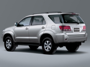 149-toyota-fortuner-images2